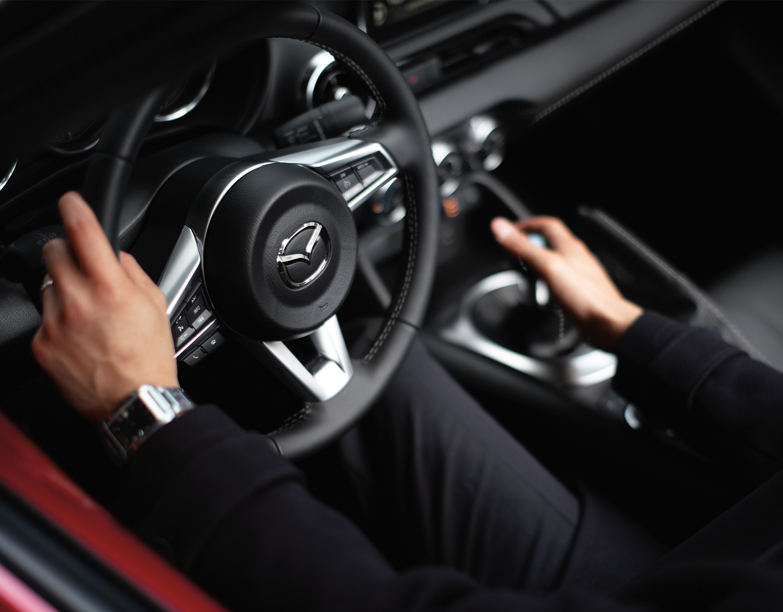 Mazda MX-5 Miata 2020 con techo blando – Accolades, Reviews and Articles