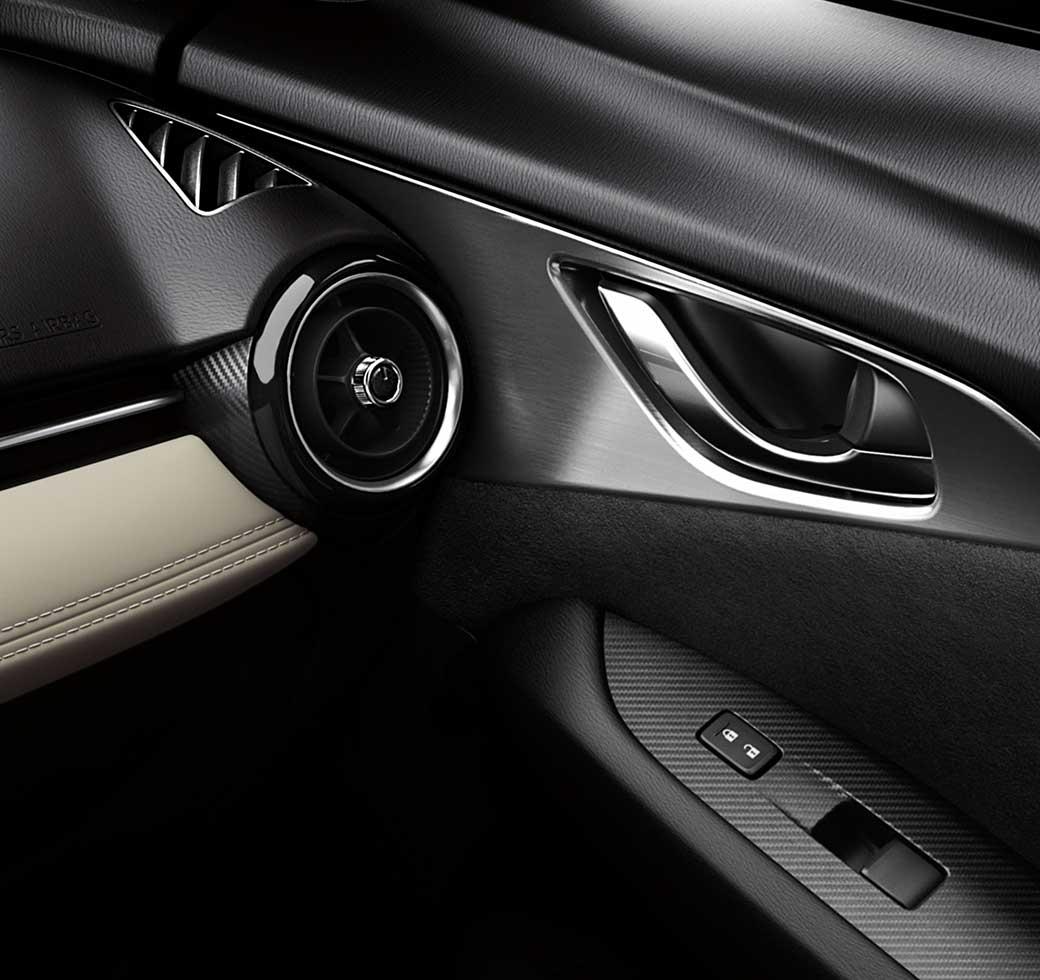 Mazda CX-3 2017, parte interior de la puerta